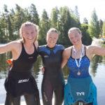 Topp-3 Vansbro halvsim Emma Widén, Cassandra Eliasson och Isa Forsberg. Fotograf: Mickan Palmqvist